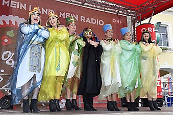 Faschingdienstag in Bad Hall: Faschingsumzug am Stadtplatz, Showprogramm